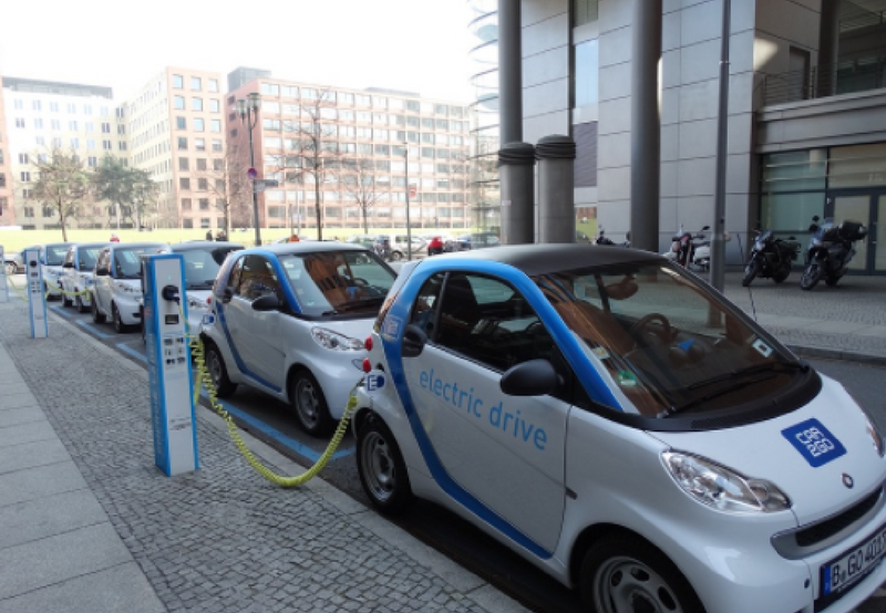 Maharashtra Cabinet Approves Electric Vehicle Policy to Manufacture 500,000 EVs