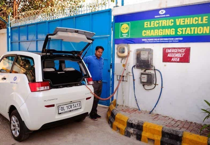 REIL Issues Tender to Set Up 270 EV Charging Stations Across India