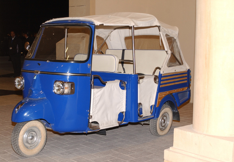 Tamil Nadu Chief Minister Flag Offs Solar and Electric Powered Rickshaws