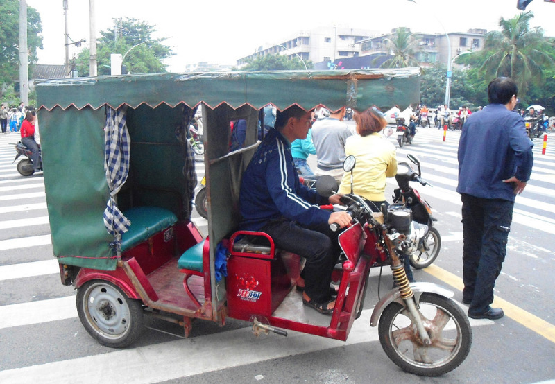 Gujarat Seeks Manufacturers for 5,000 E-Rickshaws and 10,000 Electric Two-Wheelers